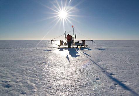 10009624-bas-radar-sledge-on-the-larsen-ice-shelf