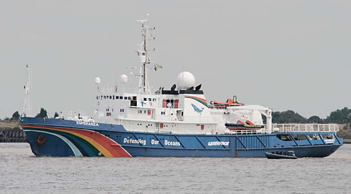 The Greenpeace yacht Esperanza in the River Thames off Gravesend inward bound for West India Dock, London 2010 © Glen, United Kingdom